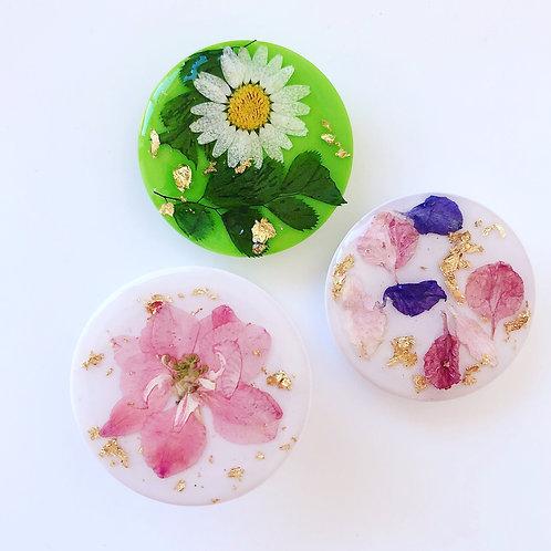 Pressed flower pop sockets
