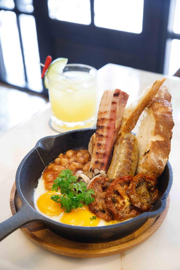 Holmes Cafe - A Posh Cafe Serving Breakfast & Brunch