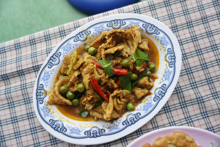 Pork loin stir fry with yellow curry