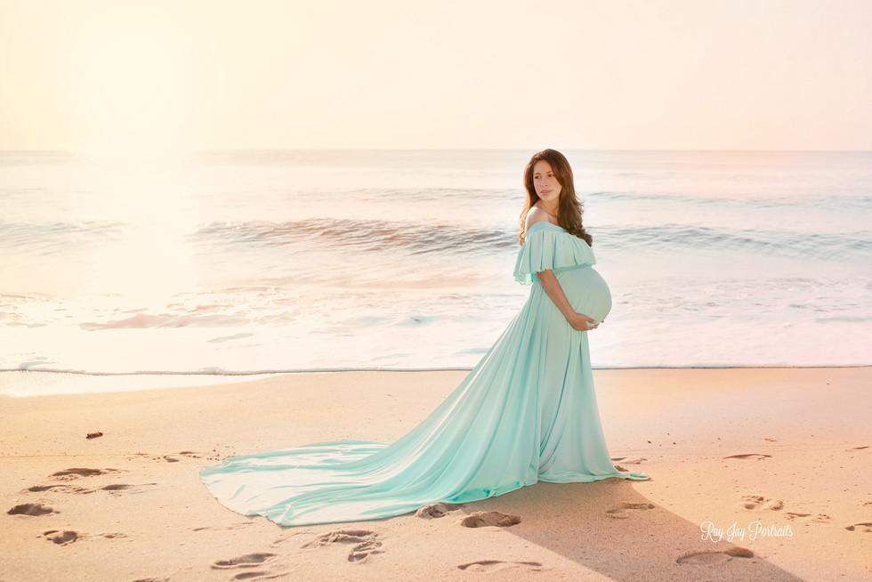 maternity beach session .jpg