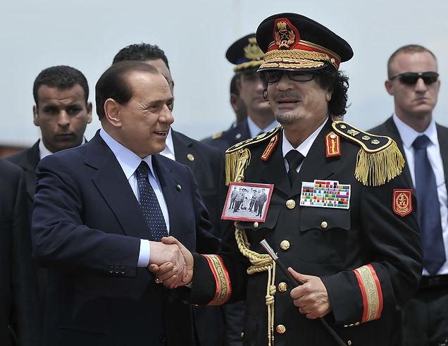 Muammar+Gaddafi+Arriving+Rome+5RbIEpBopw