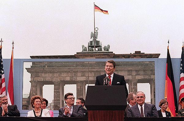 Sr-Gorbachov-derribe-este-muro.jpg