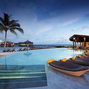 2-maldives-swimming-pool-06-640x457.jpg