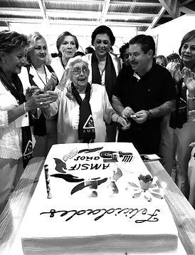 Fundadora de AMSIF Carmelita Villaseñor celebrandpo los 45 años de AMSIF