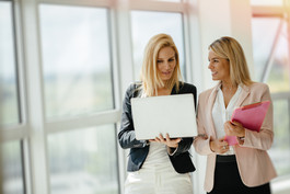 business-women-colleagues-at-work-4YCU9Z