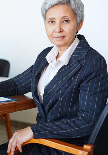 businesswoman-at-conference-W6WMXZU.jpg