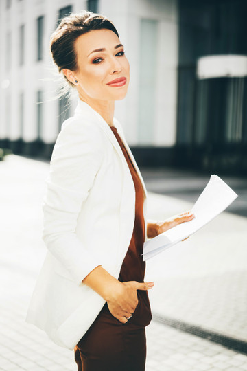 portrait-of-a-beautiful-young-business-w