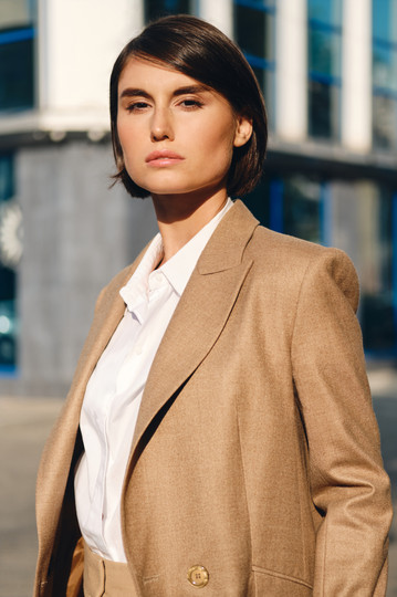young-attractive-stylish-businesswoman-i