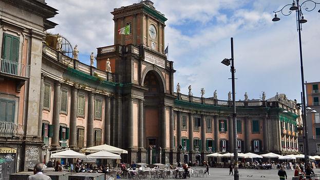 Where to go in Naples - Piazza Dante