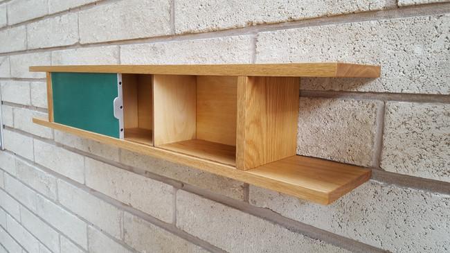 Wall-hanging cupboard