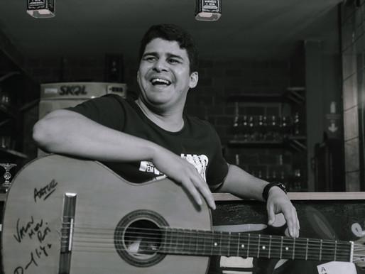 Artur Lira: fã, músico e jornalista