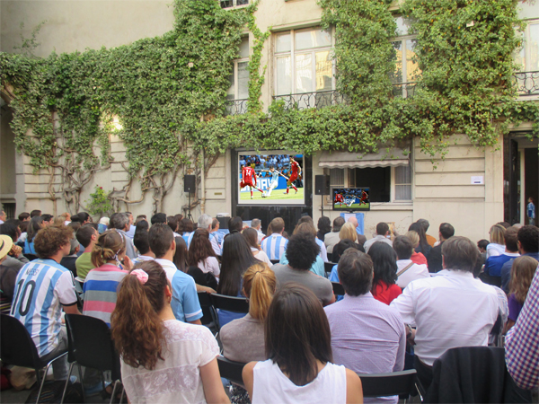 Match de foot à l'Ambassade