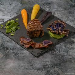 Plat: Médaillon de filet de boeuf Black Angus Argentin sur son lit de légumes de saison grillés: Pommes de terre vitelottes, trio de baby carottes, affila cress