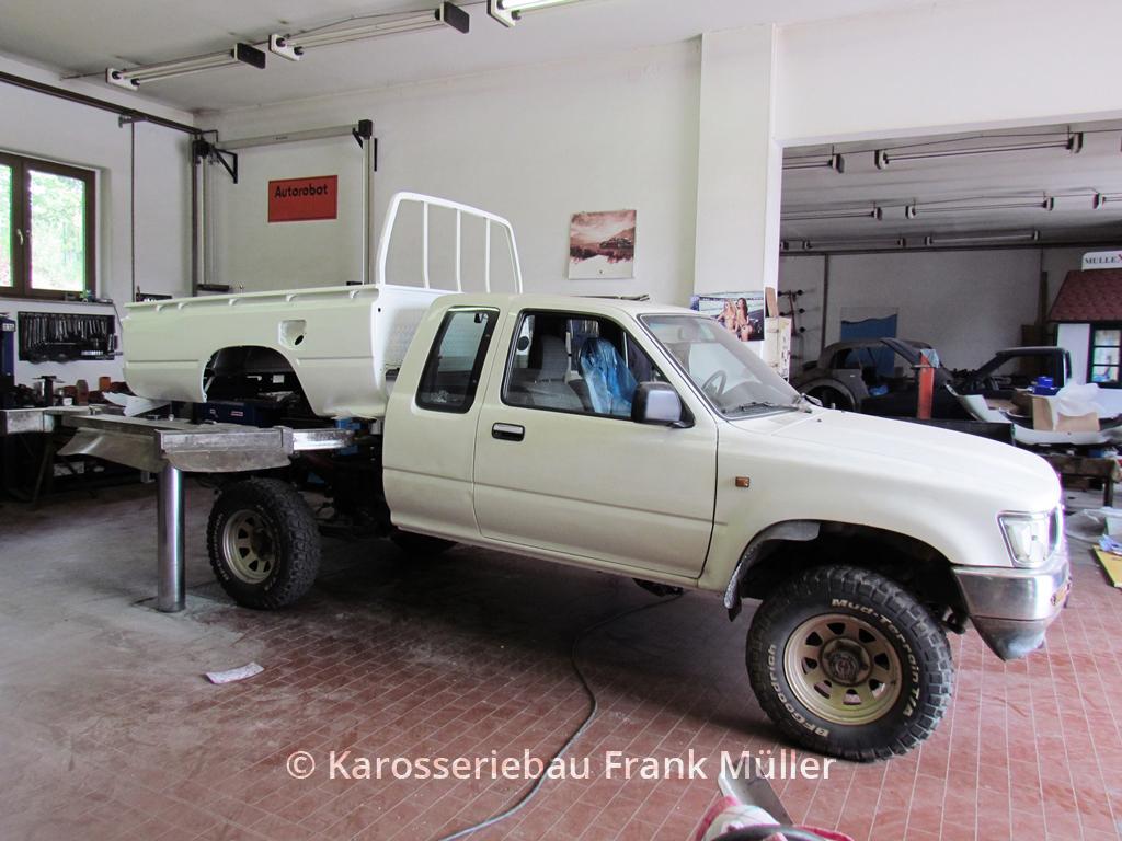 VW Taro lackiert, einsetzen Pritsche