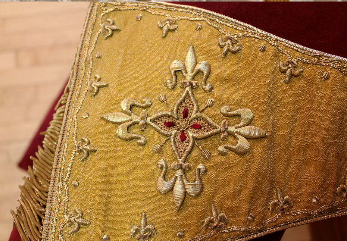 French Gold stole detail 2