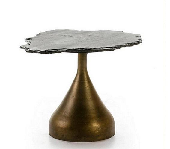 Table basse luxe pierre tailée et métal doré