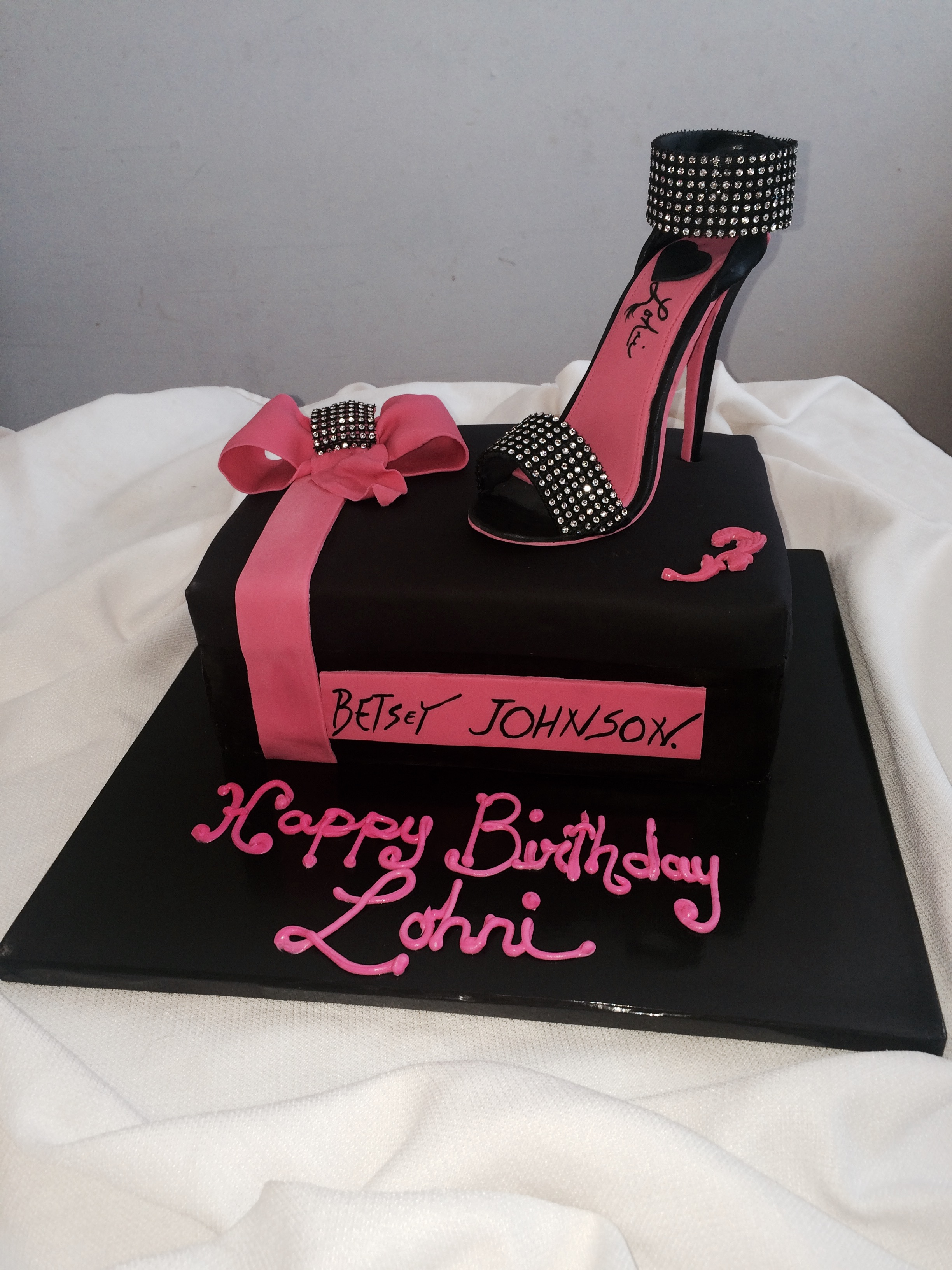 Shoebox cake w/ Custom shoe
