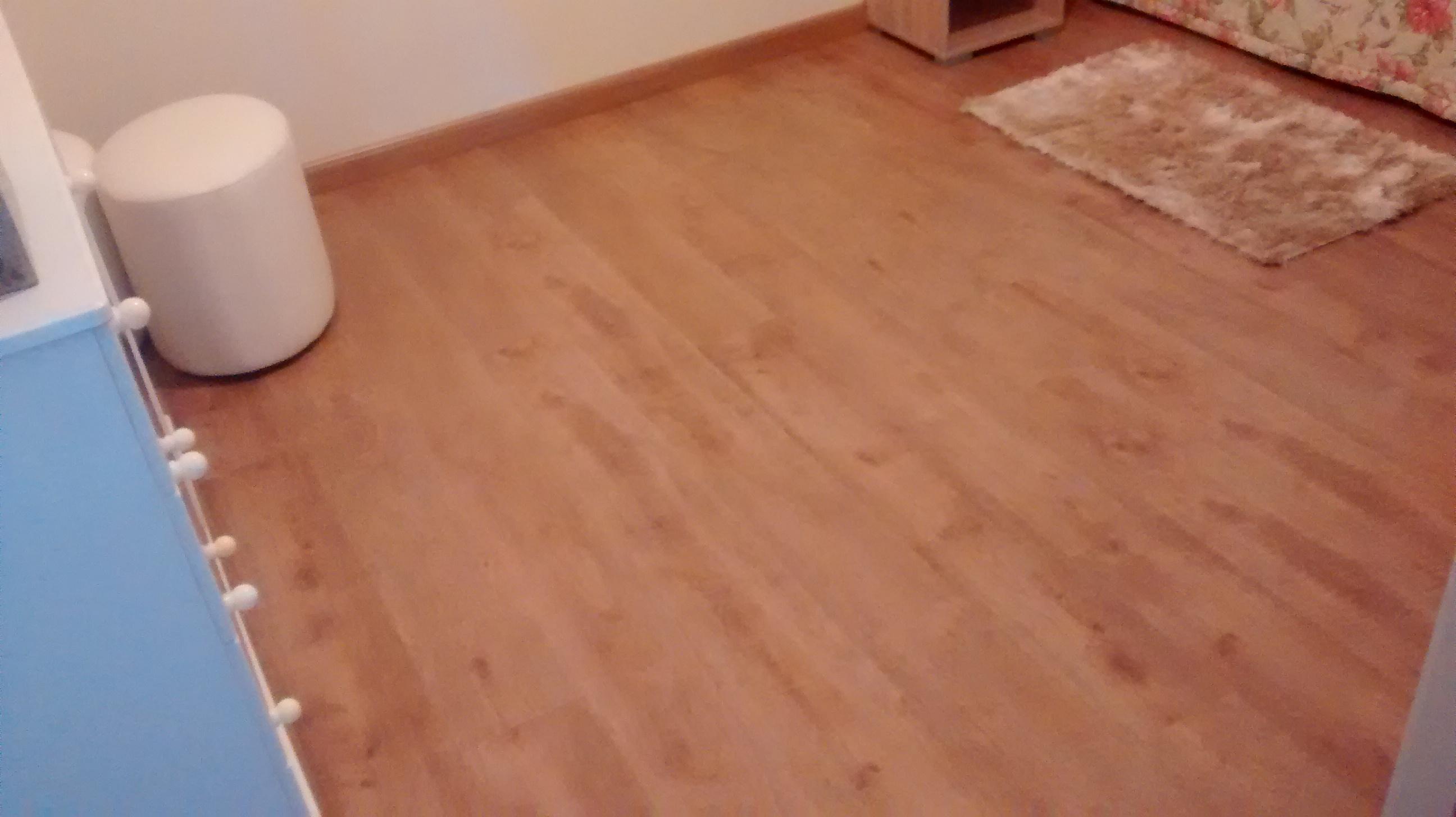 72m²_de_Piso_Laminado_Durafloor_Nature_Cor_Carvalho_Viena_com_Rodapé_Clean_8cm_na_cor_do_piso_e_Cort