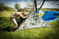 création d'abri avec un tarp
