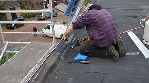 Aluminium randstroken dak aanbrengen