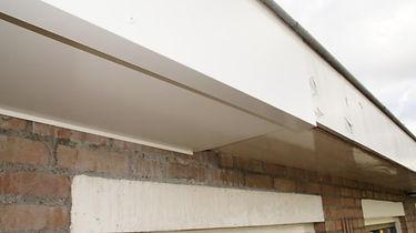 Moderne gerenoveerde dakrand