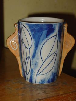 Tea mug with snails