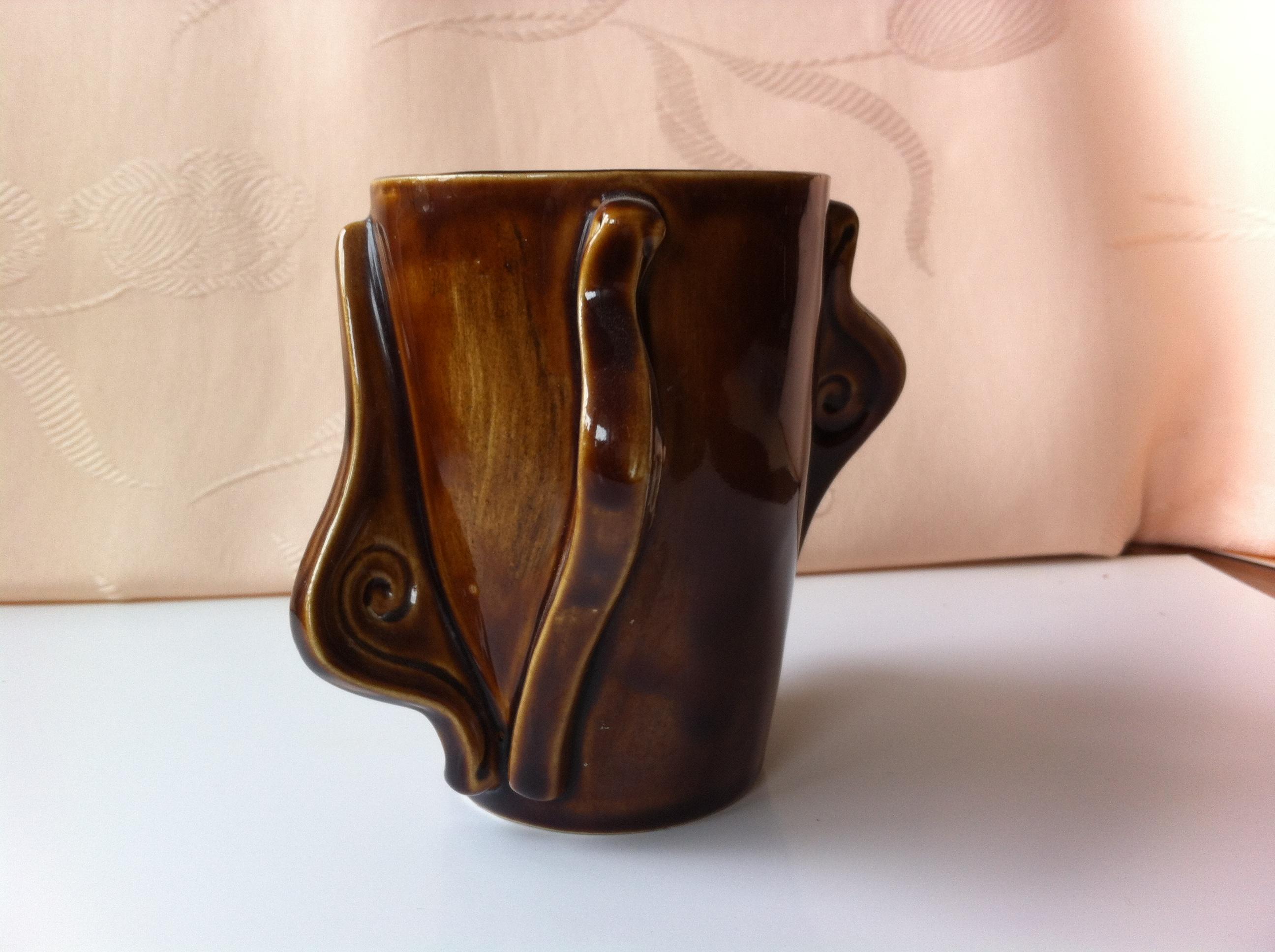 tea mug with 2 sets of snails, brown