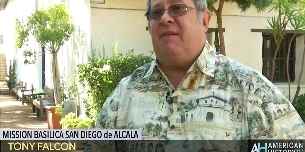 Docent Tony Falcón