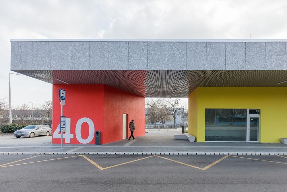 Szivárvány utcai buszpályaudvar - építész: Dobos Botond, Kurucz Olívia - FOTÓ: Danyi Balázs