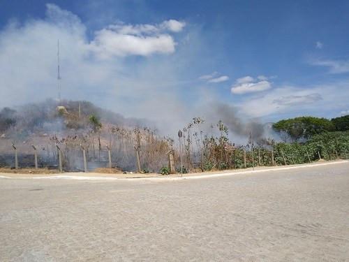 Incêndio de grandes proporções destrói vegetação em área de preservação ambiental de Salgueiro