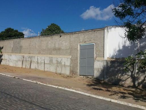 Internos quebram portões, paredes e objetos durante rebelião na Funase de Garanhuns