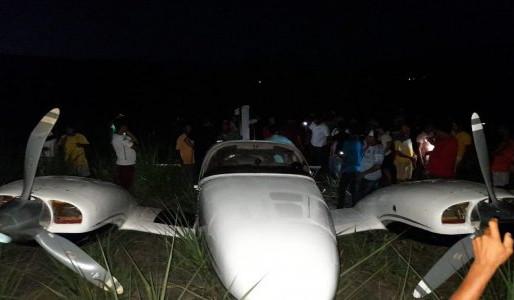 Avião pequeno faz pouso de emergência em Tamandaré