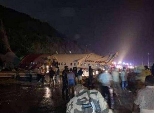 Avião com cerca de 200 pessoas se parte ao pousar na Índia; há mortos e feridos