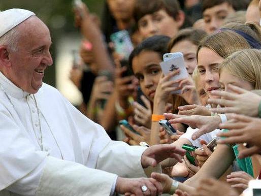 Papa Francisco fala que é favorável à união civil entre pessoas de mesmo sexo