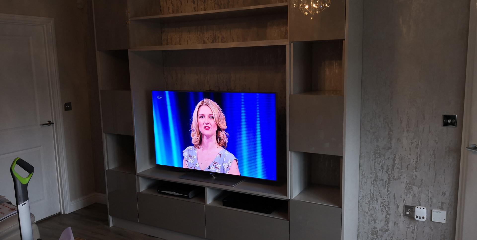 Xylocleaf High Gloss TV Unit