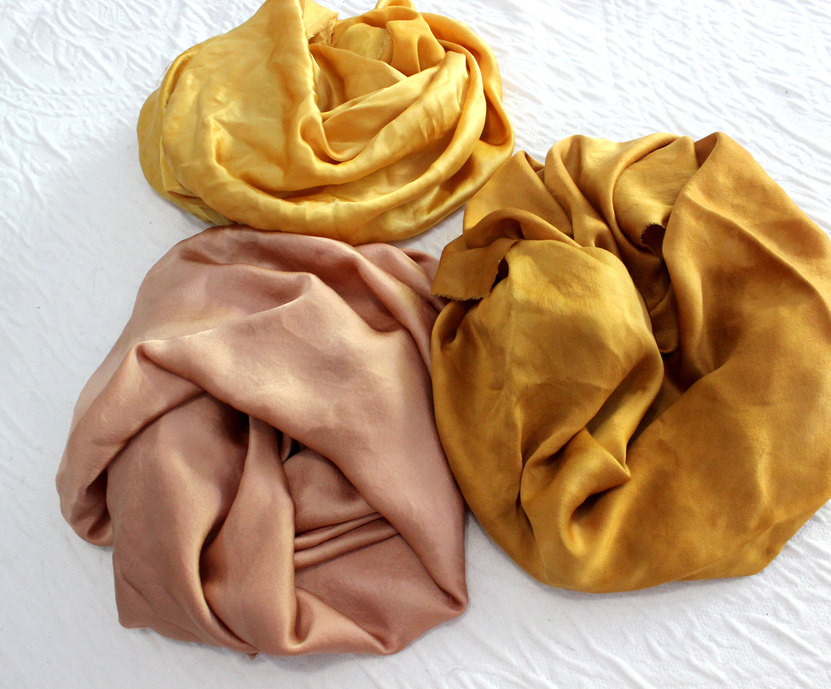 Natural dyes: avocado and onion skin