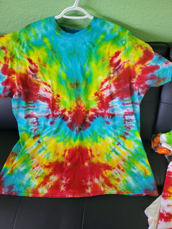 T-shirt V- red, blue, yellow and green