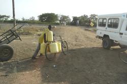 Water halen met de fiets