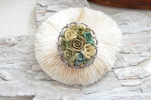 黏土玫瑰花銀色胸針心口針 日本中古二手珠寶首飾  高貴優雅復古