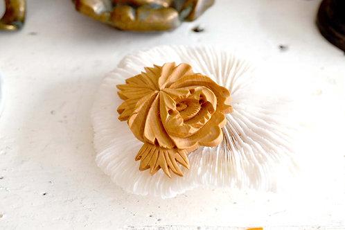 高級工藝木雕杜丹花胸針 高貴優雅 日本二手中古珠寶首飾古著