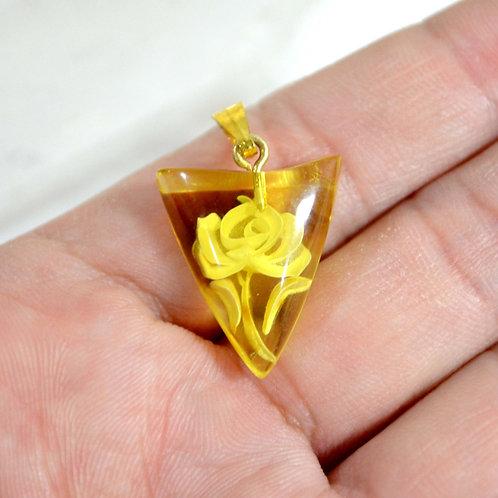 琥珀色徽章型玫瑰花雕刻頸鍊項鍊吊墜 日本高級二手古著珠寶首飾 的副本