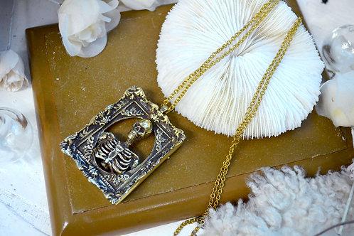 黃銅骷髏人骨相框擺設項鍊  Brass Skeleton with Baroque Frame Necklace