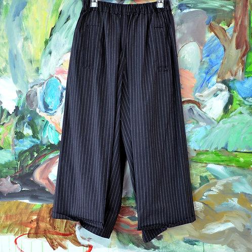 TIMBEE LO 黑色條子摺角闊褲 Black Folded Pinstripe Pants