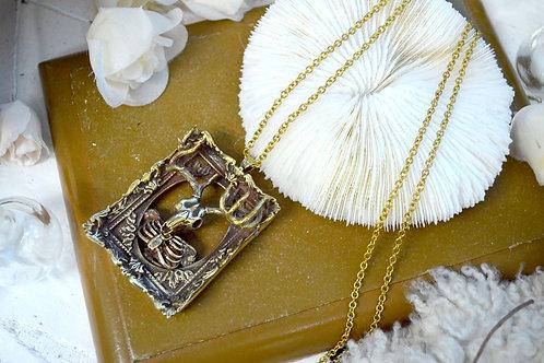 黃銅牛頭骨相框擺設項鍊  Brass Ox Skeleton with Baroque Frame Necklace