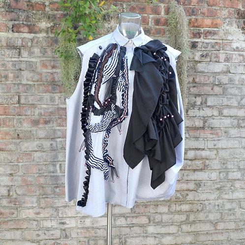 灰色無袖背心斗篷恤衫 黑色條子立體絲帶波浪邊 綴施華洛水晶鈕扣