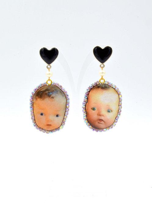 木片嬰孩娃娃頭耳環 綴閃鑽圍邊
