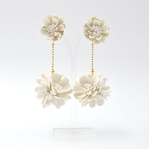 米白色立體壓花雛菊花球耳環  Snow Daisy Ball Earring