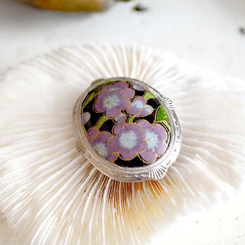 鍍銀花邊框彩繪紫色花胸針 高貴優雅 日本二手中古珠寶首飾古著