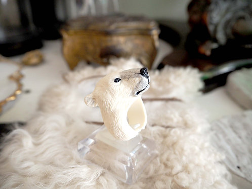 日本設計師 三浦二郎 作品 北極熊戒指    尺寸 - 均碼 FREE SIZE  物料 - 樹脂 RESIN