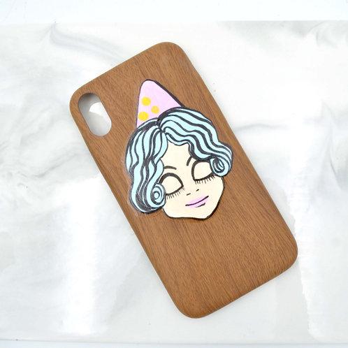 手繪娃娃仿木紋iPhone XR 手機殼 只有一個